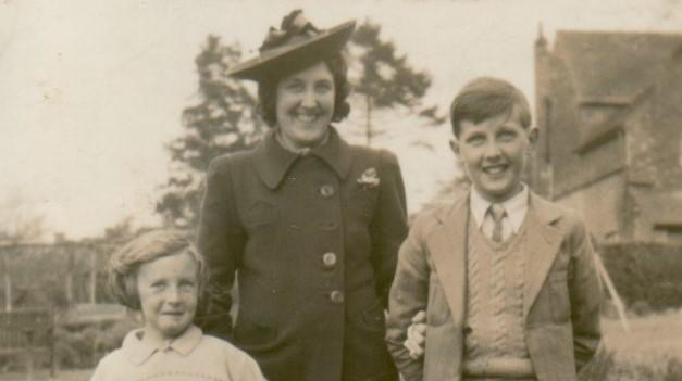 Eric with his mother and cousin Pat, 1940